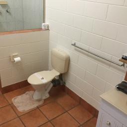 motel-room-toilet